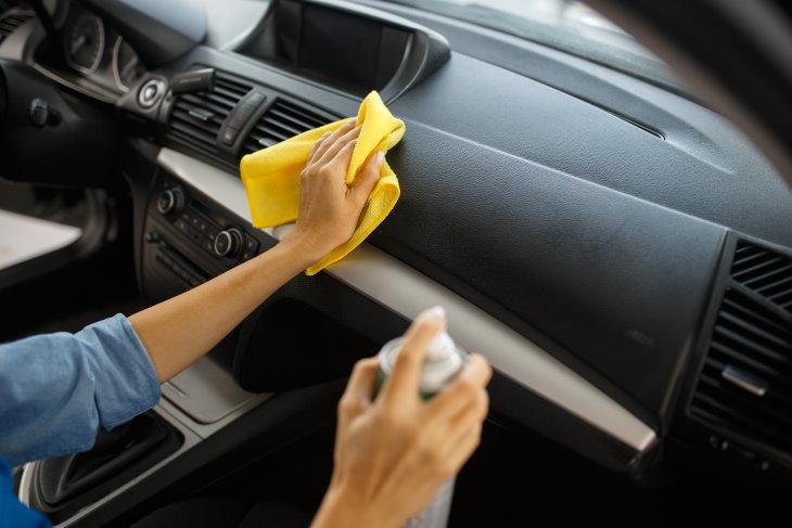 2. Limpia regularmente las superficies de uso común