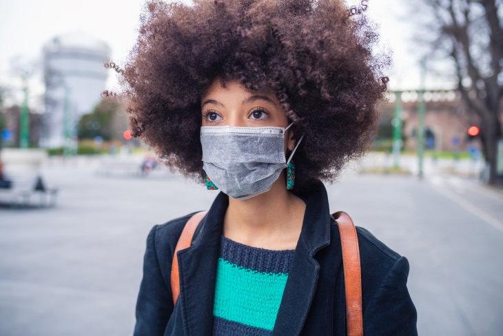 ¿Qué tan posible es que el coronavirus sobreviva en la ropa?