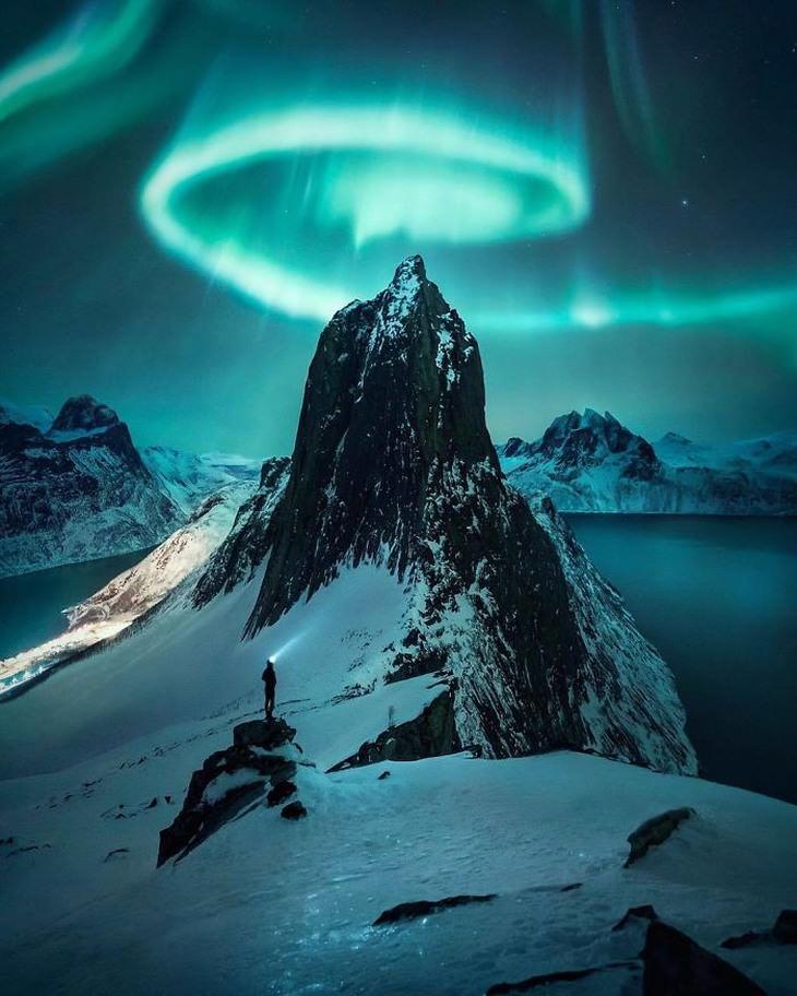 Imágenes De Julius Kähkönen montaña nevada con contraste azul
