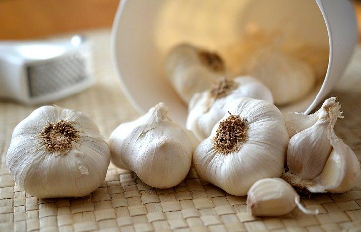 1. Comer ajo puede protegerte del coronavirus