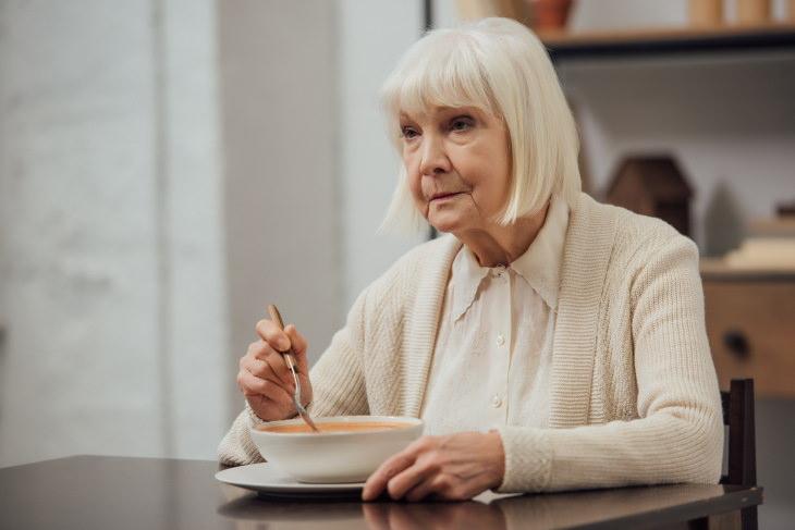 La dieta puede tener un efecto a largo plazo en la salud del cerebro en la tercera edad