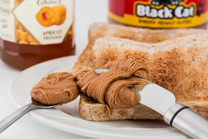 Cómo Deshacerse De Las Manchas De Comida Más Comunes Mantequilla de maní