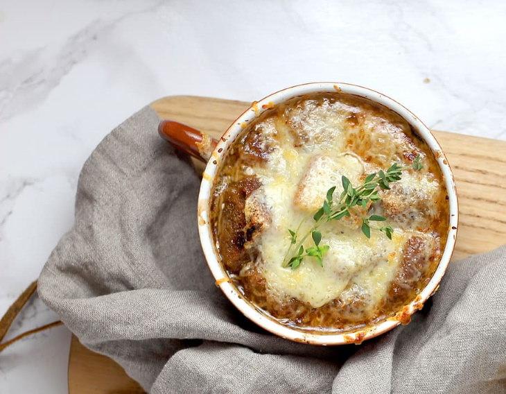 Platillos Reconfortantes Francia - Sopa de cebolla francesa