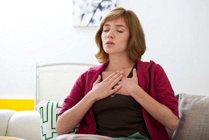 Cómo practicar la respiración táctica.