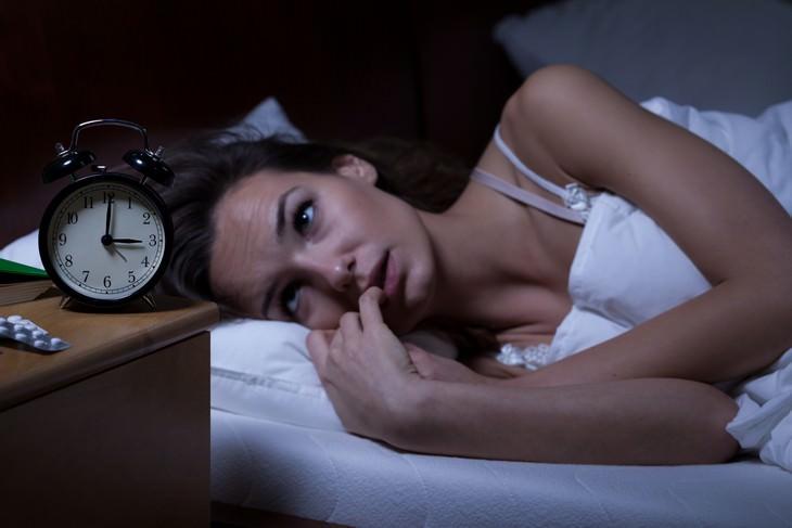 La conexión científica entre la luz, el sueño y las preocupaciones de salud