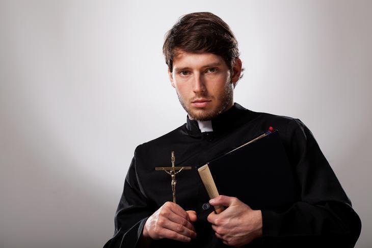 Chiste: La Confesión Del Sacerdote