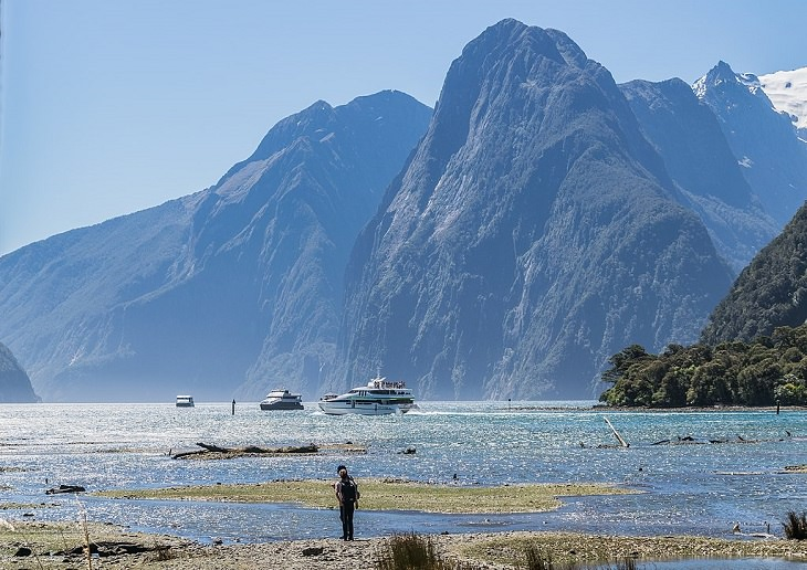 Photographs of the beautiful sights, mountains, falls and wildlife in Milford Sound, also known as Piopiotahi, found in between the Te Waipounamu Heritage Site, the Fiordland National Park and the Piopiotahi Marine Reserve, New Zealand, The Elephant and the Lion peaks in Milford Sound