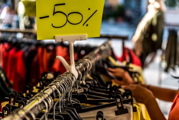 8 Consejos Falsos Sobre El Ahorro Compra uno y llévate otro gratis