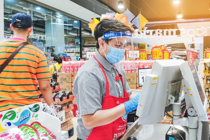 1. Los empleados no usan máscaras