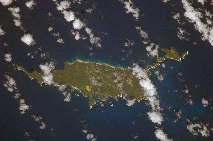Una imagen satelital del distrito de Fernando de Noronha
