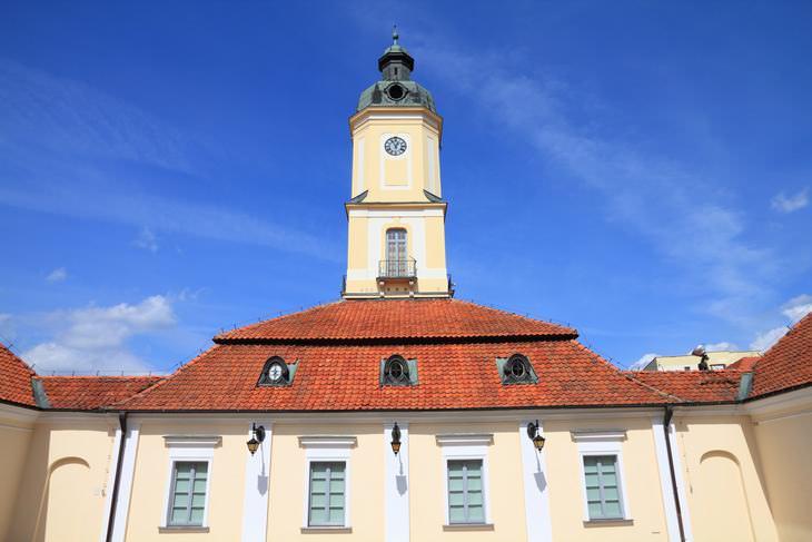 Chiste: La Fachada Del Ayuntamiento