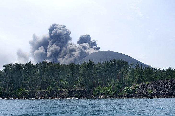 La estruendosa erupción de Krakatoa