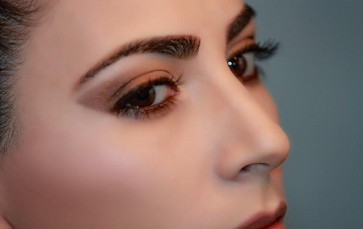 Sencillos Consejos De Belleza Que Pueden Cambiarlo Todo Cepilla tus cejas