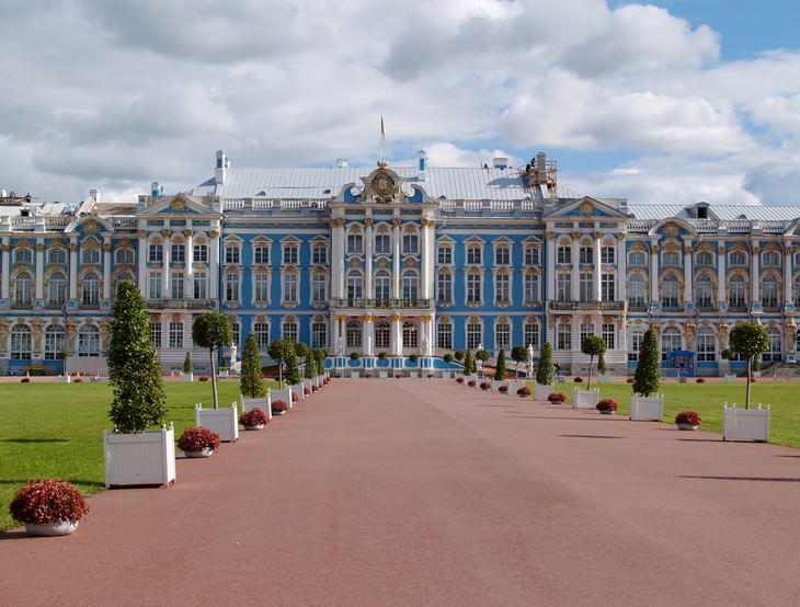 The Mysterious Disappearance of the Amber Room Catherine Palace