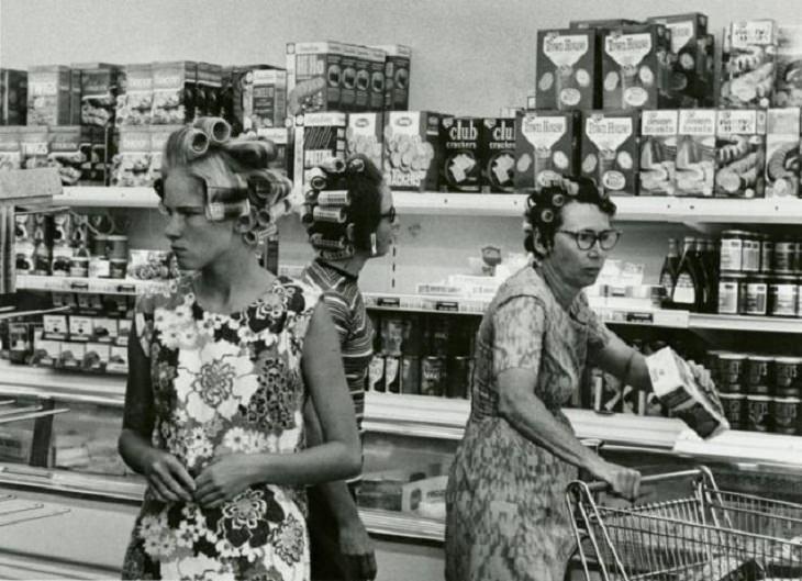 Fotos antiguas Compradoras de comestibles de los años sesenta y setenta