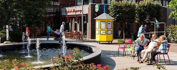 5 Excepcionales Diseños De Hogares De Ancianos Del Mundo El Centro de Atención Hogewey, Weesp, Países Bajos