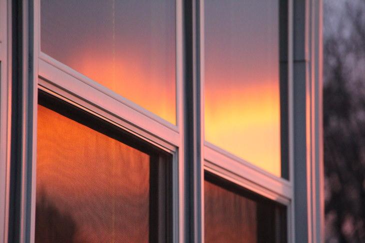 2. Haz tus ventanas reflectantes