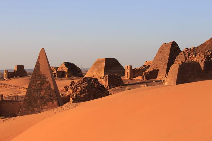 10 Hechos Históricos Fascinantes Pirámide de Meroe, Sudán