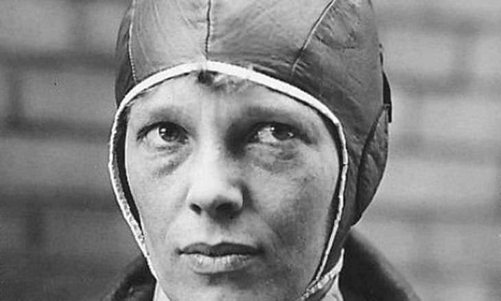 La Historia De Amelia Earhart pionera de la aviación
