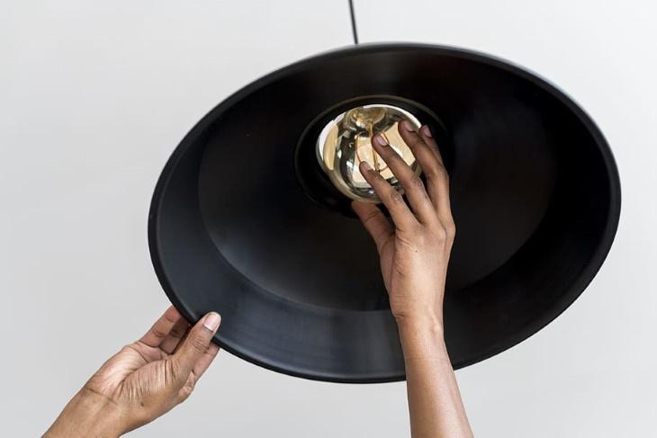 Mejoras Caseras Con Las Que Podrás Ahorrar Mucho Dinero Reemplaza las bombillas normales con LED