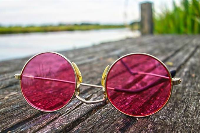 Gafas de sol en el muelle