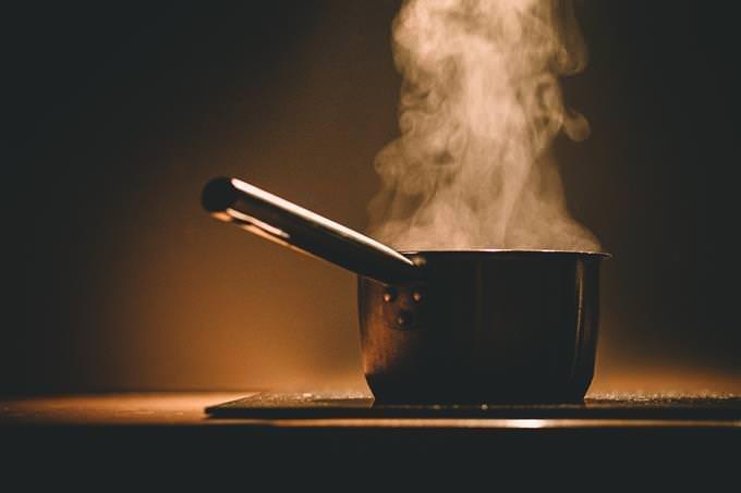Una olla con vapor