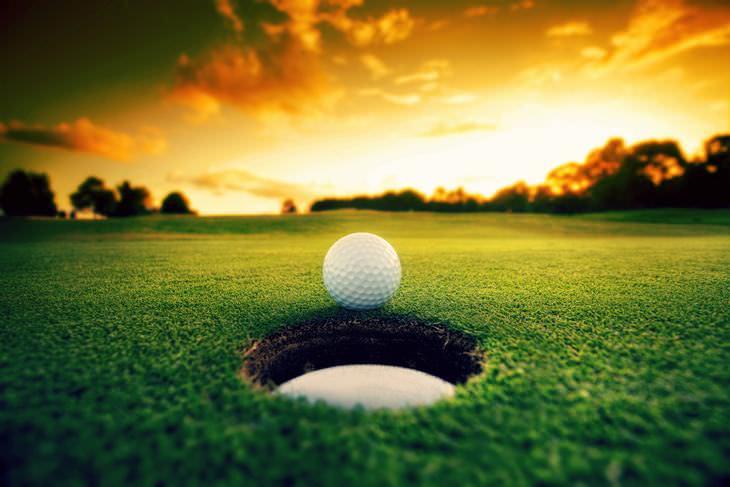 Chiste: Un Juego De Golf Celestial
