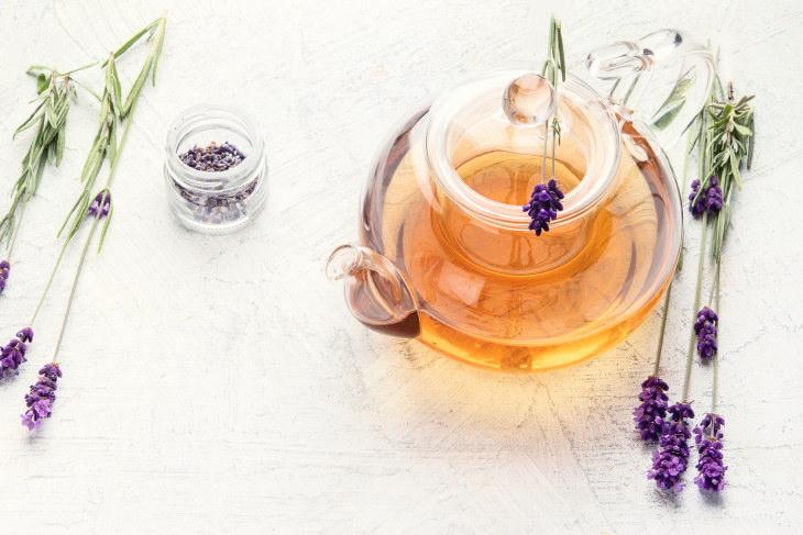 Bebidas que te ayudarán a conciliar el sueño Té de lavanda