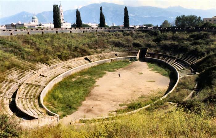 Lo Que Debes Ver En Las Ruinas De Pompeya  El Anfiteatro