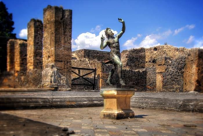 Lo Que Debes Ver En Las Ruinas De Pompeya  La casa del fauno