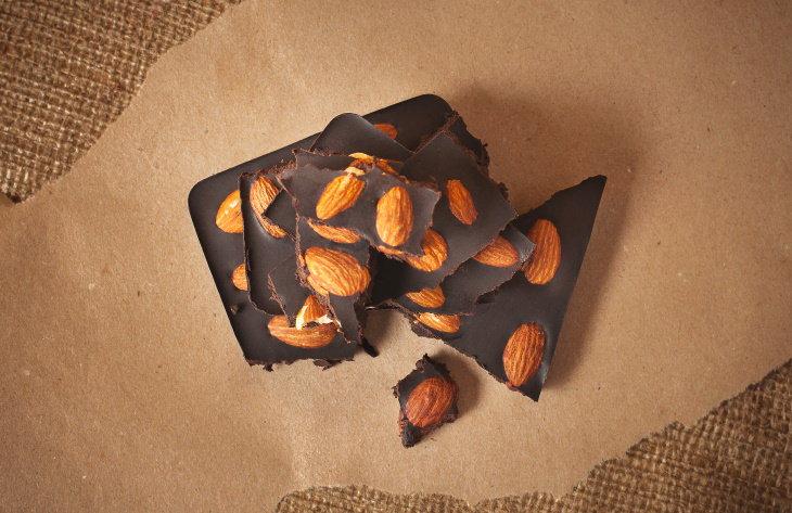 Chocolate negro y almendras