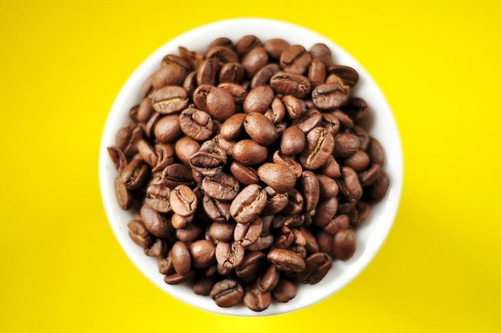 Compra granos de café enteros en lugar de café premolido
