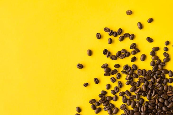 Té vs. Café Ambas bebidas son ricas en cafeína