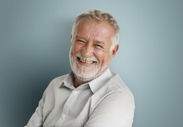 Chiste: Un Anciano De Aspecto Familiar