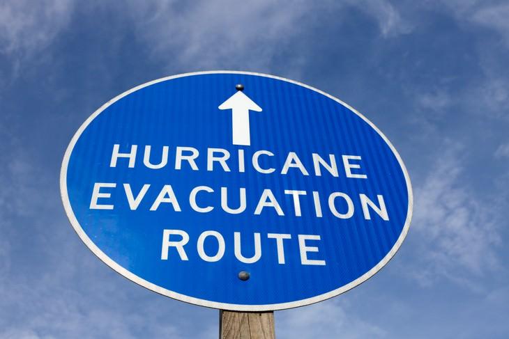 Evita Estos 7 Errores Durante La Temporada De Huracanes Desestimar el consejo de evacuación