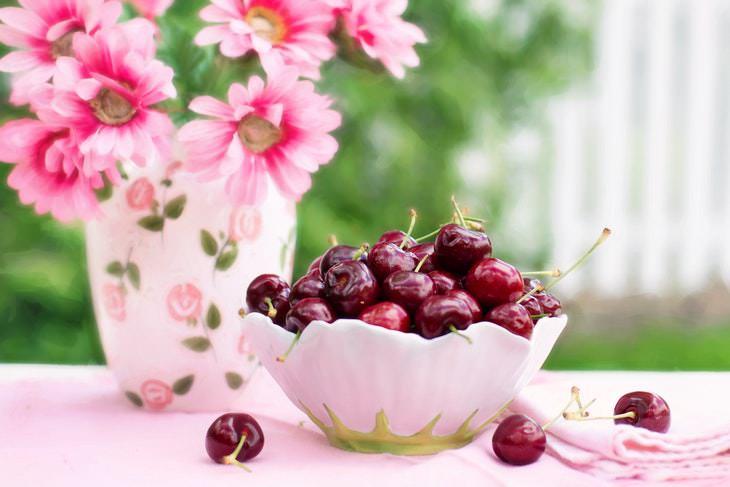 Alimentos saludables para consumir después de los 50 Frutas de temporada y verduras de colores