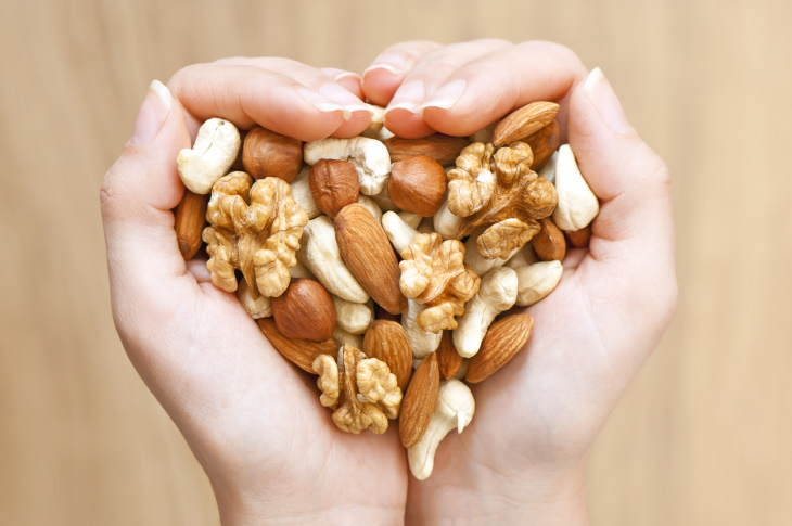 Alimentos saludables para consumir después de los 50 Nueces