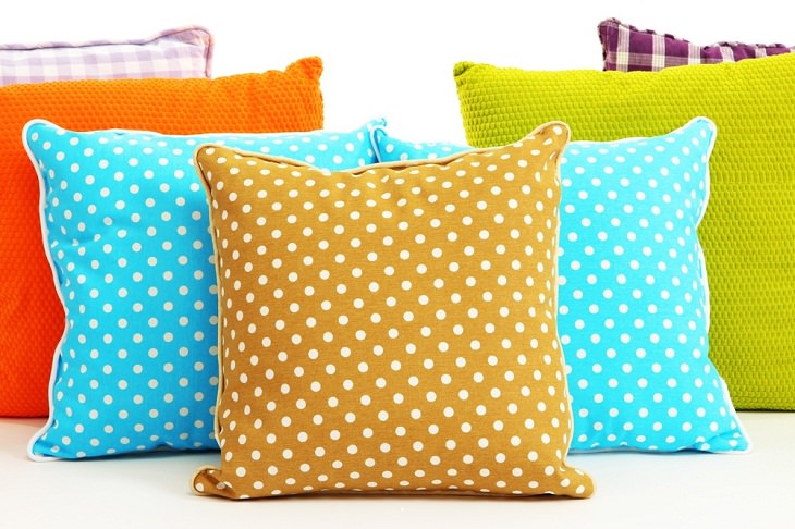 8 Consejos Para Ordenar Tu Dormitorio No dejes más de tres almohadas en tu cama
