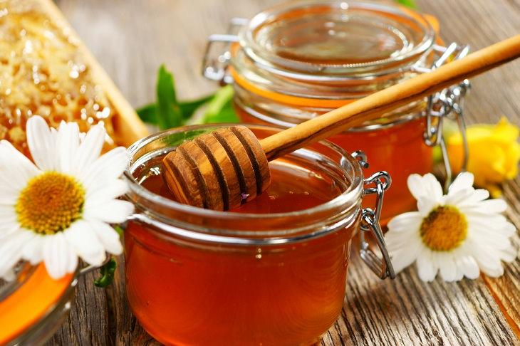 ¿Es la miel una mejor alternativa a los antibióticos?