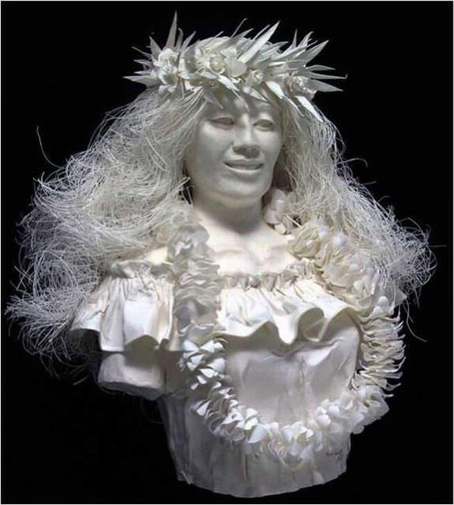 estatuas hechas de papel mujer