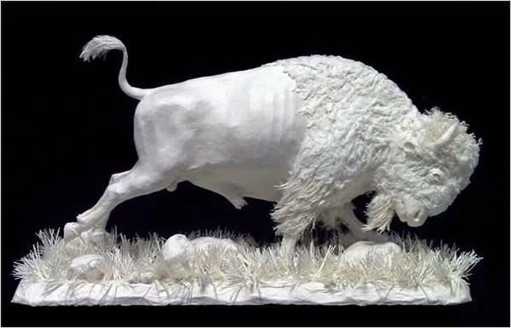 estatuas hechas de papel búfalo