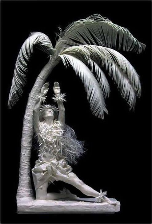 estatuas hechas de papel mujer palmera