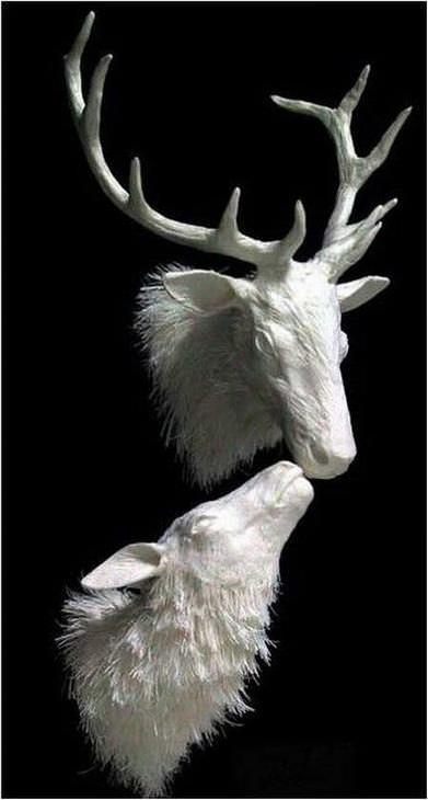 estatuas hechas de papel ciervos