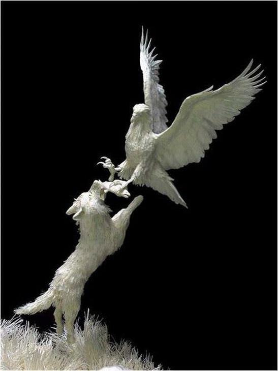 estatuas hechas de papel águila