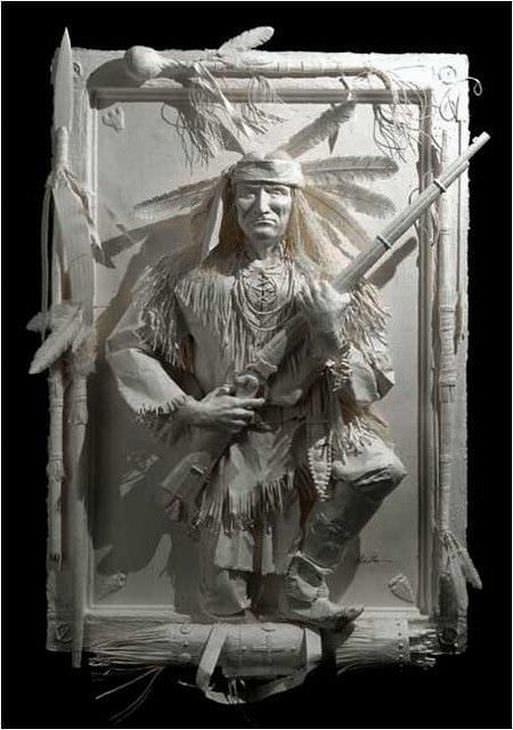 estatuas hechas de papel
