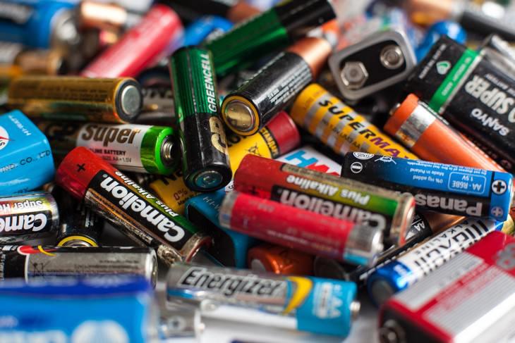 Baterías recargables no tirar objetos a la basura