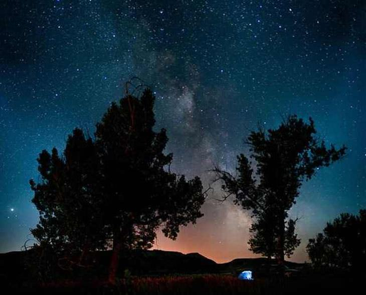 18 Fotos Acampando Bajo Las Estrellas Acampando en el Parque Nacional Theodore Roosevelt en Dakota del Norte. Viendo un trillón de estrellas
