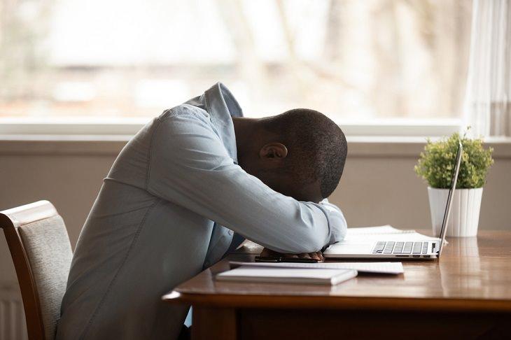 Síntomas deficiencia vitamina D Fatiga y cansancio