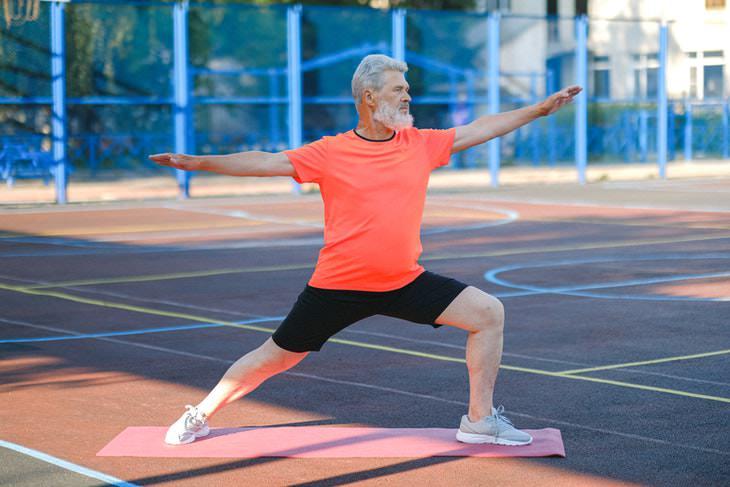 Los Adultos Mayores De Ahora Están Más Sanos Que Nunca hombre haciendo ejercicio