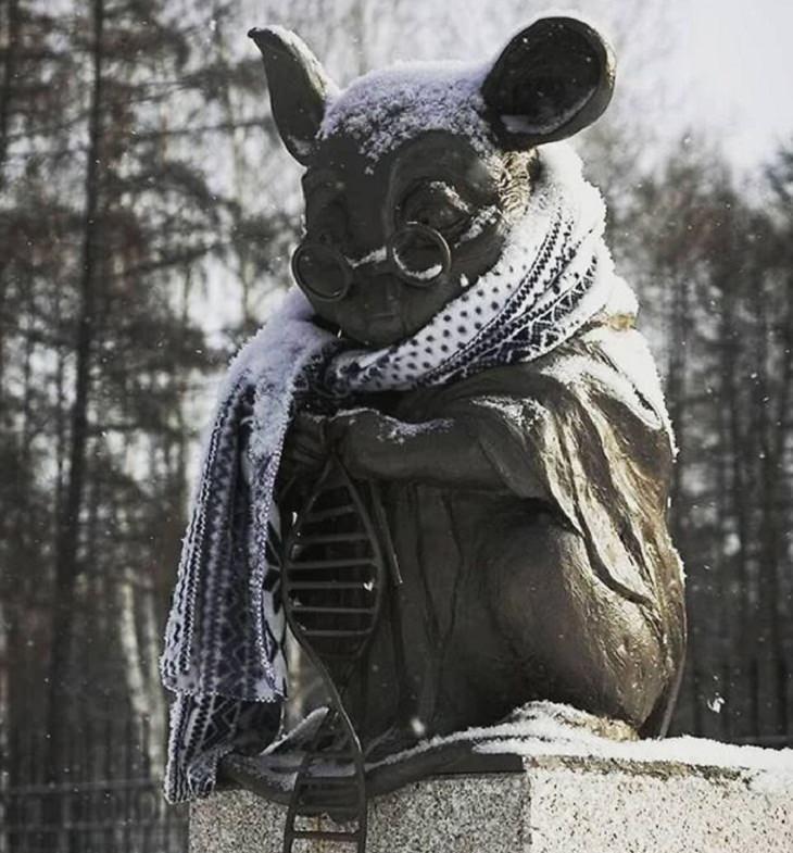 Hechos Mundiales El Monumento al Ratón de Laboratorio en Rusia
